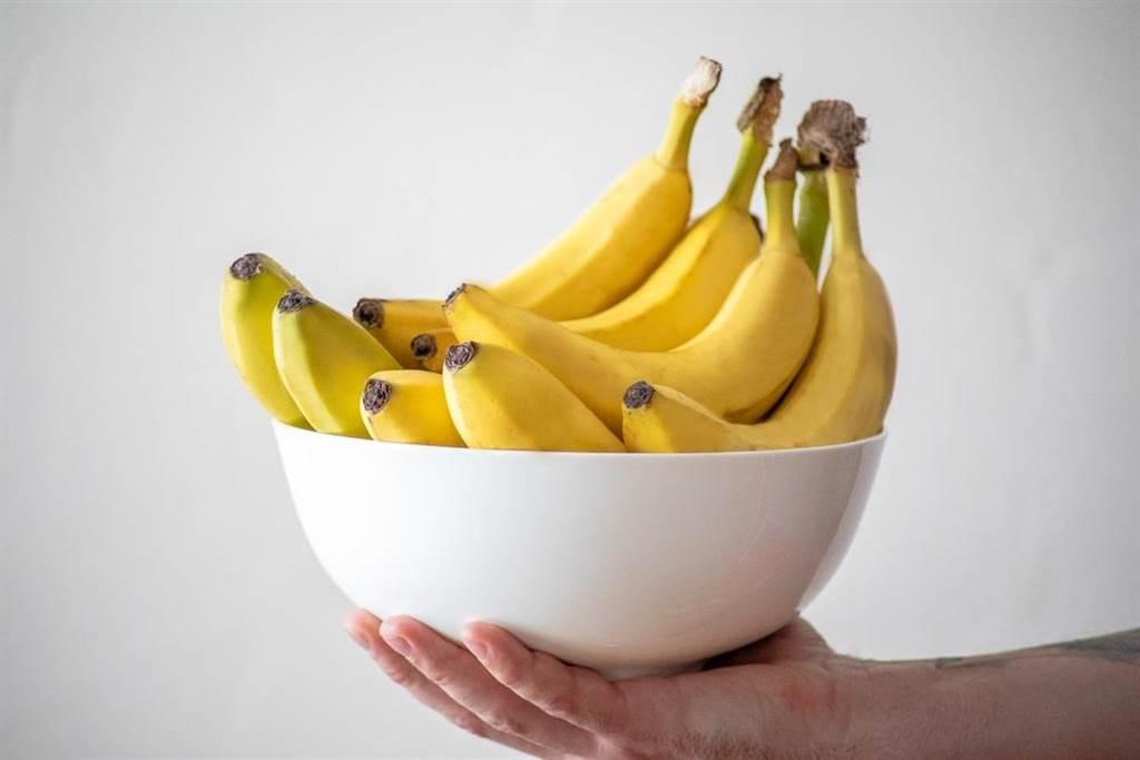 香蕉是運動之後食用最佳的食物,可同時補充醣類和蛋白質,也是輔助減肥最適合的水果!(達志影像/shutterstock)