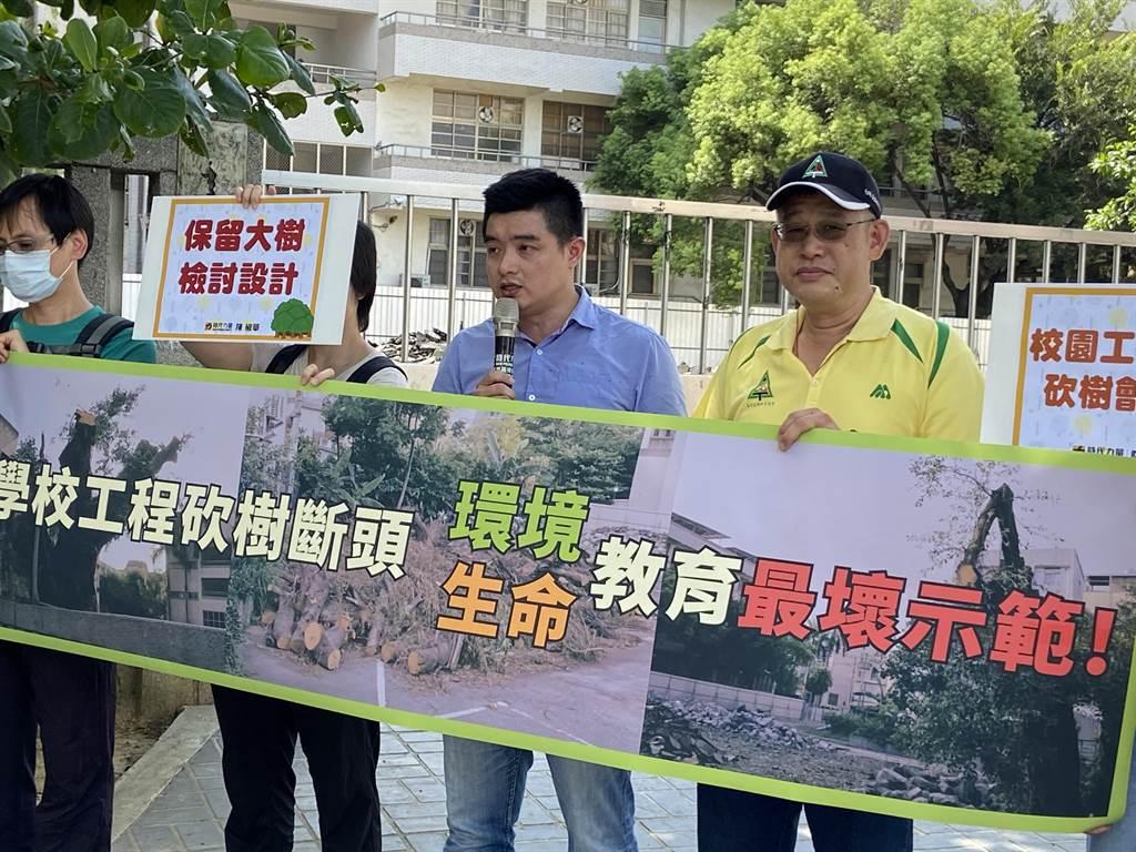 時代力量台中黨部執行長簡嘉佑強調,希望以後不要再發生,要求工程趕快暫緩施工。(盧金足攝)