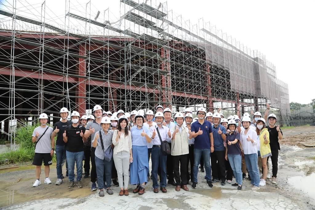 新北市副市長陳純敬7日率隊參訪新化果菜市場改建工程。(台南市政府提供/劉秀芬台南傳真)