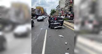 萬華公車疑剎車失靈追撞轎車 LEXUS秒變一團廢鐵