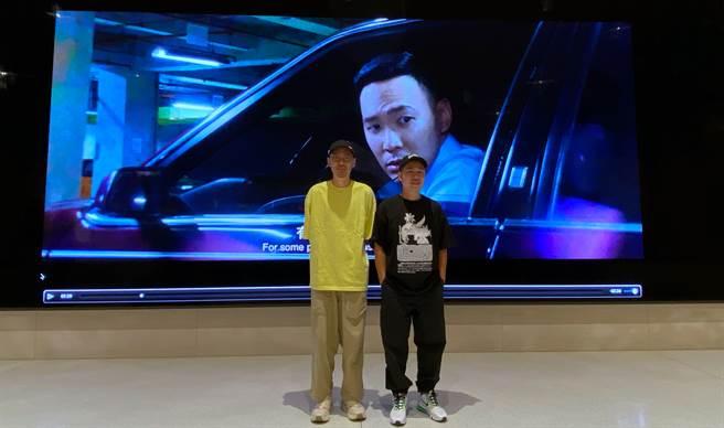 iPhone電影《怪胎》 導演廖明毅(右)與片中演員張少懷。(黃慧雯攝)