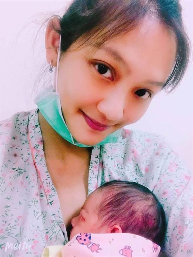 邑葵喜迎小美人魚誕生。(俋思國際提供)