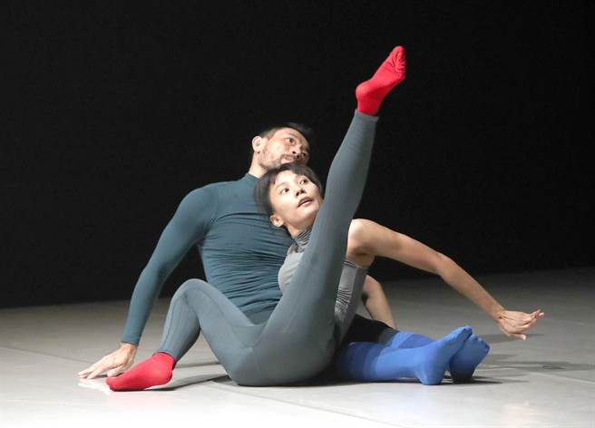 泰国编舞家皮歇.克朗淳新作《No.60》,为泰国传统舞蹈注入现代舞元素。(郑任南摄)