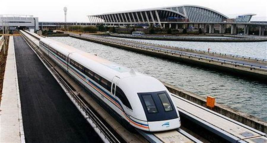 連接上海浦東機場至市區的磁浮鐵路。(搜狐網)