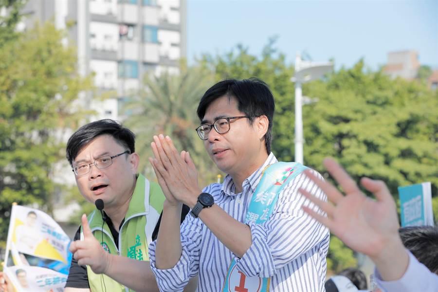 民進黨高雄巿長補選候選人陳其邁7日在前鎮拜票。(陳其邁競辦提供/曹明正高雄傳真)
