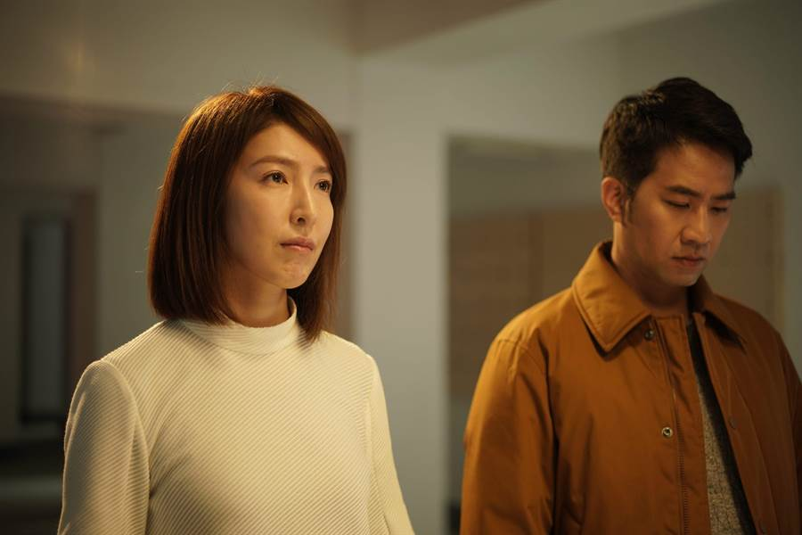 楊謹華(左)與黃健瑋再度合作,兩人片場默契十足。(華映提供)
