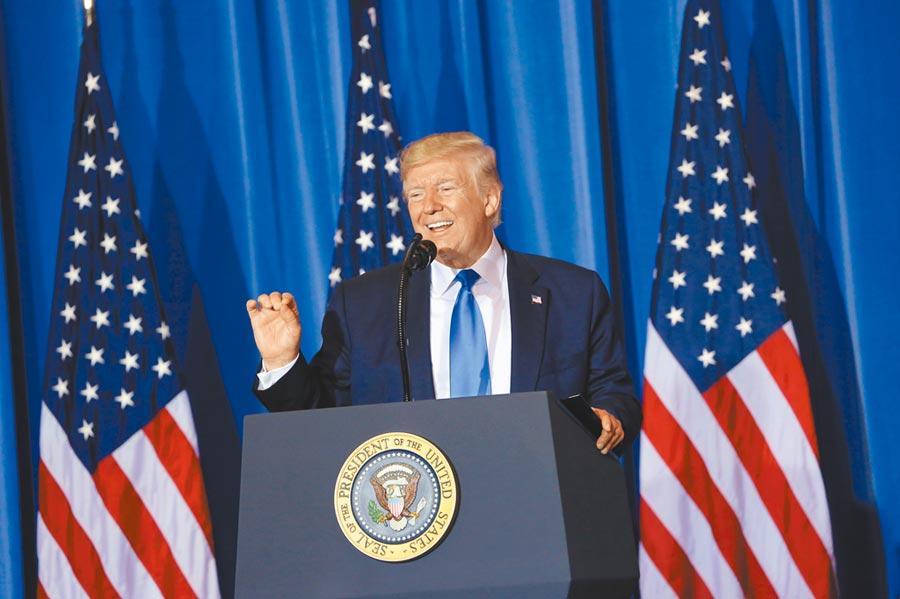 發言經常引發爭議的美國總統川普5日接受福斯新聞頻道專訪時,聲稱兒童對新冠病毒「幾乎免疫」。(中央社)