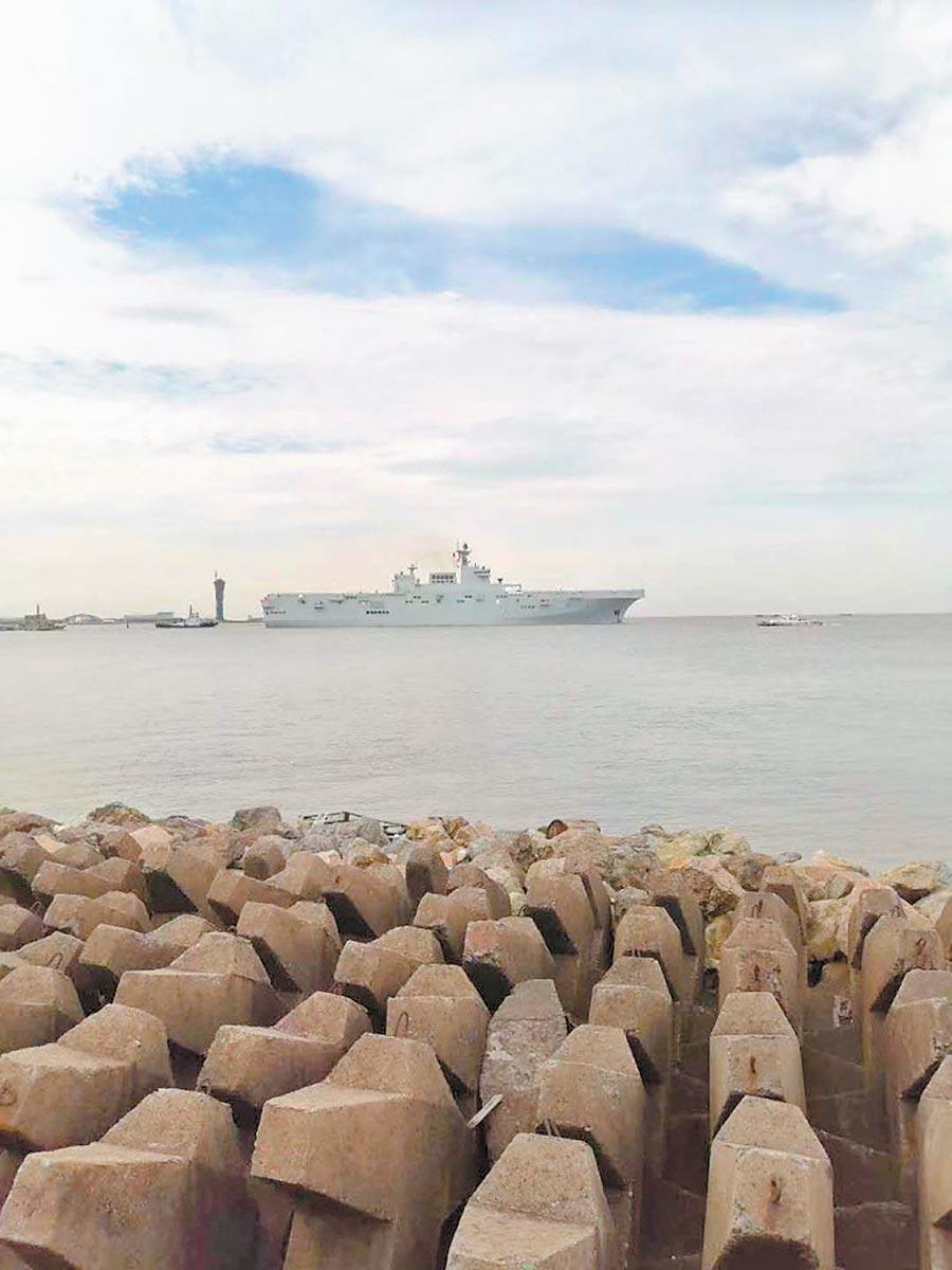 8月5日,大陸首艘075型兩棲攻擊艦開始進行海航。(取自新浪網)