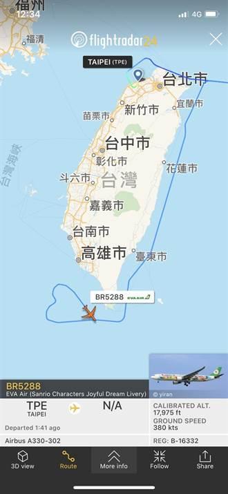 長榮航「類出國」專機在小琉球返航畫出愛心