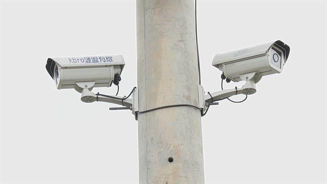 台中市政府與有線電視系統業者合作,以租用代替買斷,選定豐原、大雅普設鄰里監視器。(王文吉攝)