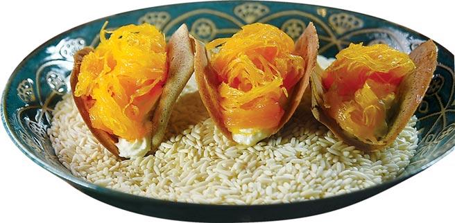 〈Zaap〉可以吃到獨特的泰式風味甜點〈蛋絲小脆餅〉,脆餅與蛋絲中間還「埋伏」了打發的鮮奶油。圖/姚舜
