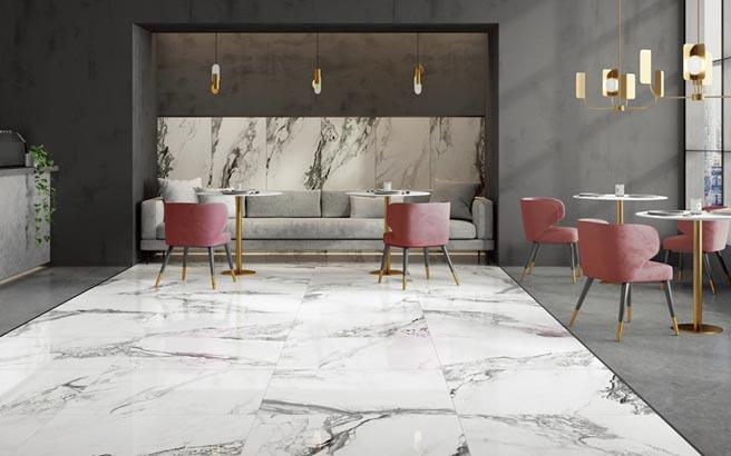 「卡拉卡塔雷諾」大理石磁磚,透過強烈的石紋對比創造出空間的亮點,成為讓房子煥然一新的靈魂主角。圖/業者提供