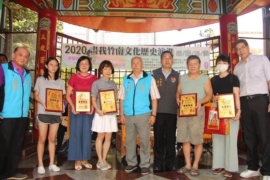 「畫我竹南」徵圖活動邀請民眾畫出竹南代表性的建築、文化與歷史,獲各地畫家踴躍參與。(何冠嫻攝)
