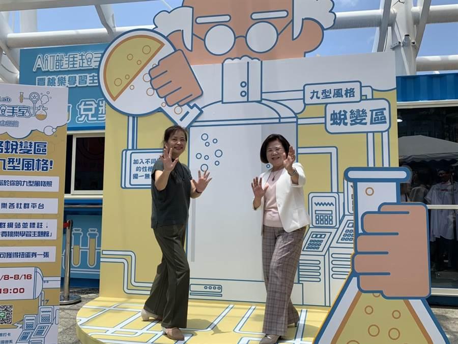 勞動部長許明春(中)今天主持「AI職涯起手室-青年職涯服務」活動,全台首座職涯貨櫃屋的啟用儀式,左為新竹市副市長沈慧虹。(陳育賢攝)