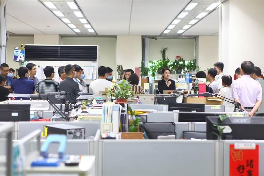 台北市建管處涉賄公務員輕生,副市長黃珊珊到處裡關懷同仁。(本報資料照片)