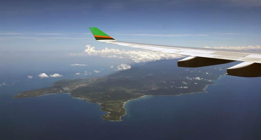 航程中班機飛越恆春半島上空。(范揚光攝)