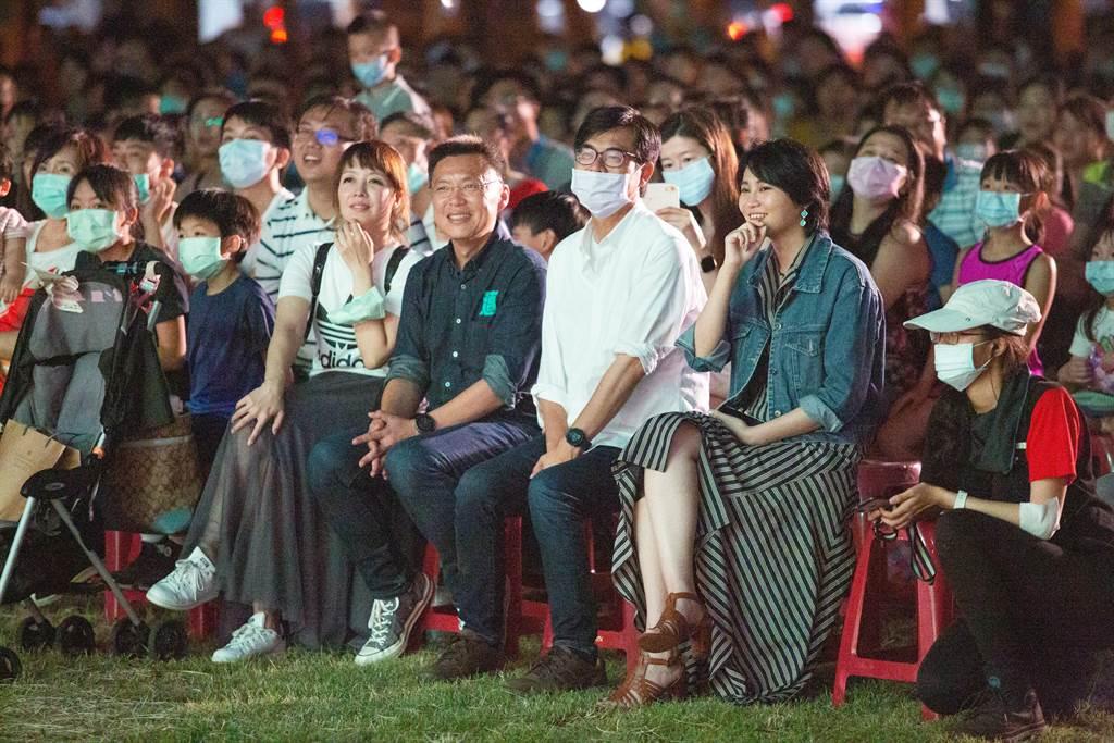 民進黨團議員、立委紛紛到場觀賞演出。(袁庭堯攝)