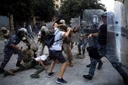 影》大爆炸引爆民怨 黎巴嫩近萬人上街攻占各部會 警民大戰釀2000傷