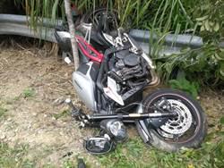 139縣道重機又摔了 過彎道直衝櫻花林 騎士拋飛恐骨折