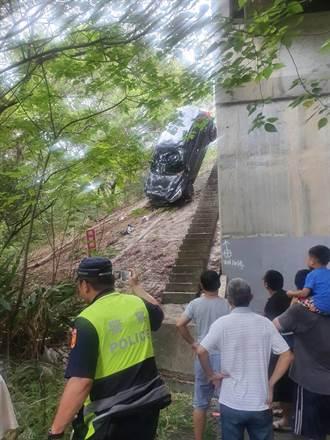 男子驾车疑精神不济 国3茄苳段衝出边坡卡树丛
