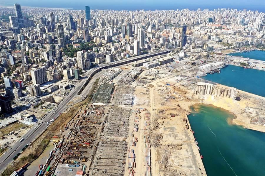 黎巴嫩貝魯特港口4日發生大爆炸,圖為大爆炸後港口全毀的畫面。(圖/路透社)