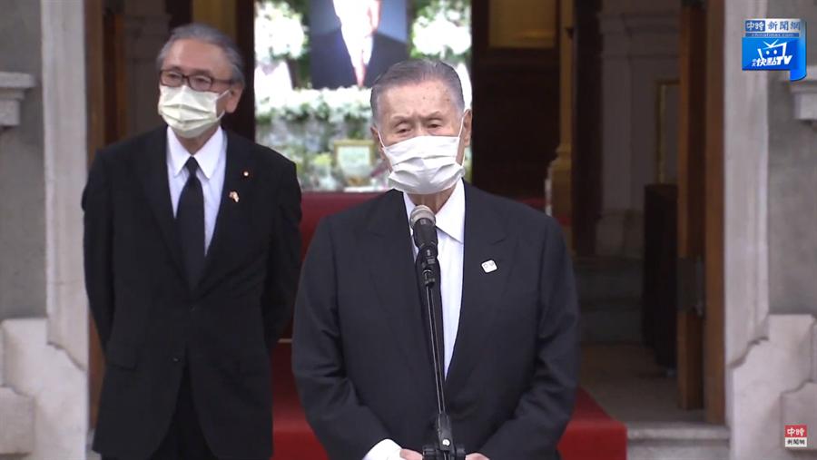 前日本首相 森喜朗,來台追思前總統李登輝,在台北賓館前發表談話。(圖/中時新聞網 直播)