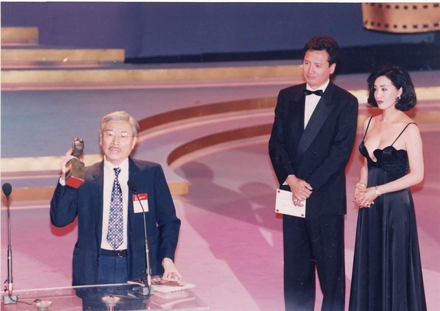 何莉莉(右)1993年參加金馬獎,左起為郎雄、秦祥林。(資料照/張兆輝攝)