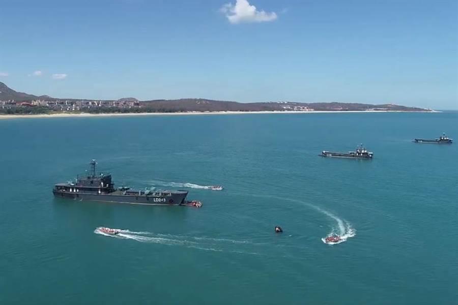 今年8月初大陸解放軍以登陸艦運載部隊進行登陸作戰演練。(圖/央視截圖)