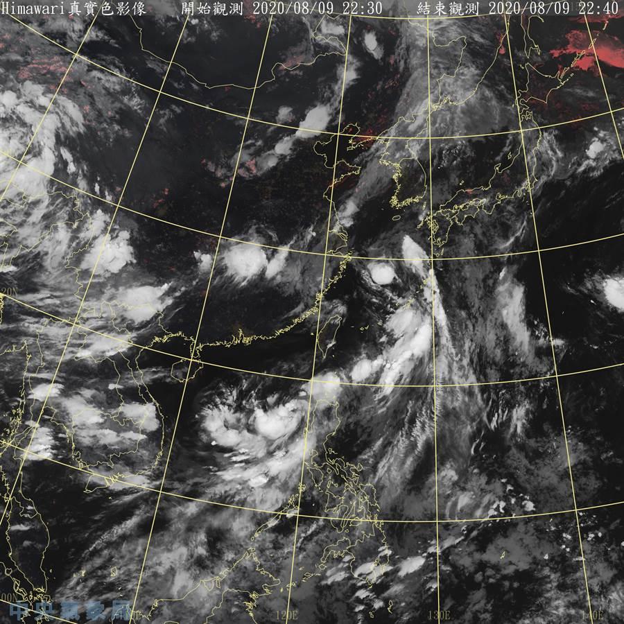 氣象局指出,南方北上低壓明清晨到上午還有增強空間,有機會發展成今年6號颱風「米克拉」。(氣象局)