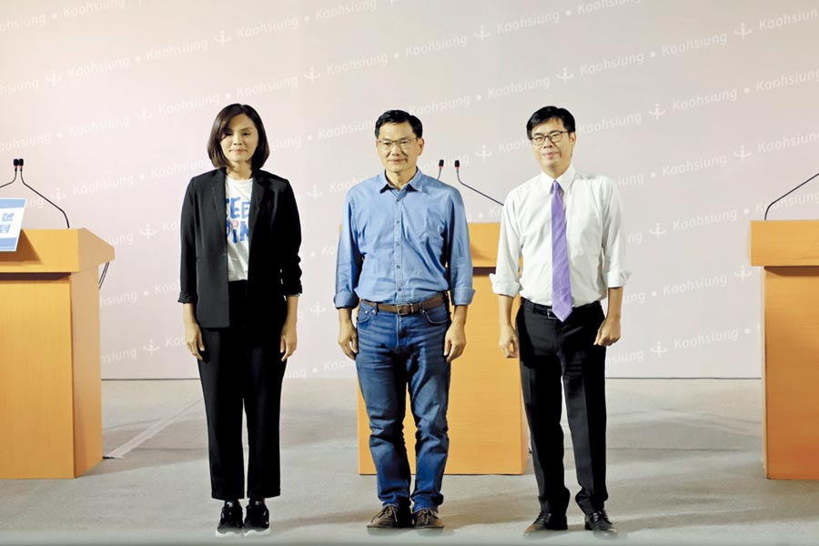 高雄市長補選候選人李眉蓁(左起)、吳益政、陳其邁一同出席公辦電視政見發表會,15日將選出新任高雄市長。圖/高市選委會提供
