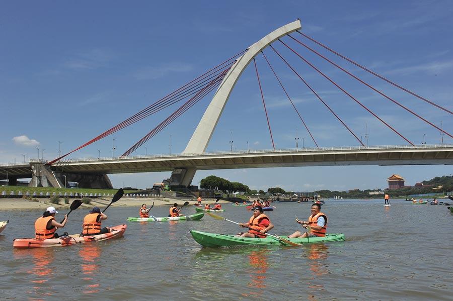 「瘋狂一夏玩水趣」臺北親水體驗活動,將持續至9月13日的每周六、日。圖/業者提供