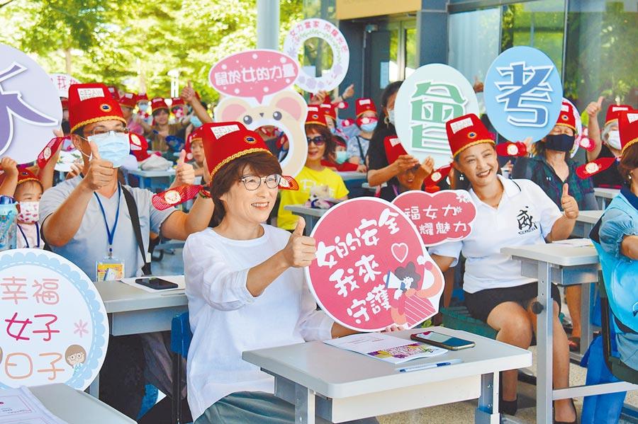 台東縣政府舉辦「性平大會考」,希望能喚起民眾對性別平權的關注。(莊哲權攝)