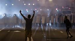 白羅斯總統6連勝 反對派民眾萬人上街抗議