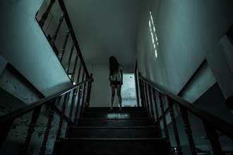 靈異夜談》玩笑別亂開 大學迎新闖「夜教」遭惡魂附身
