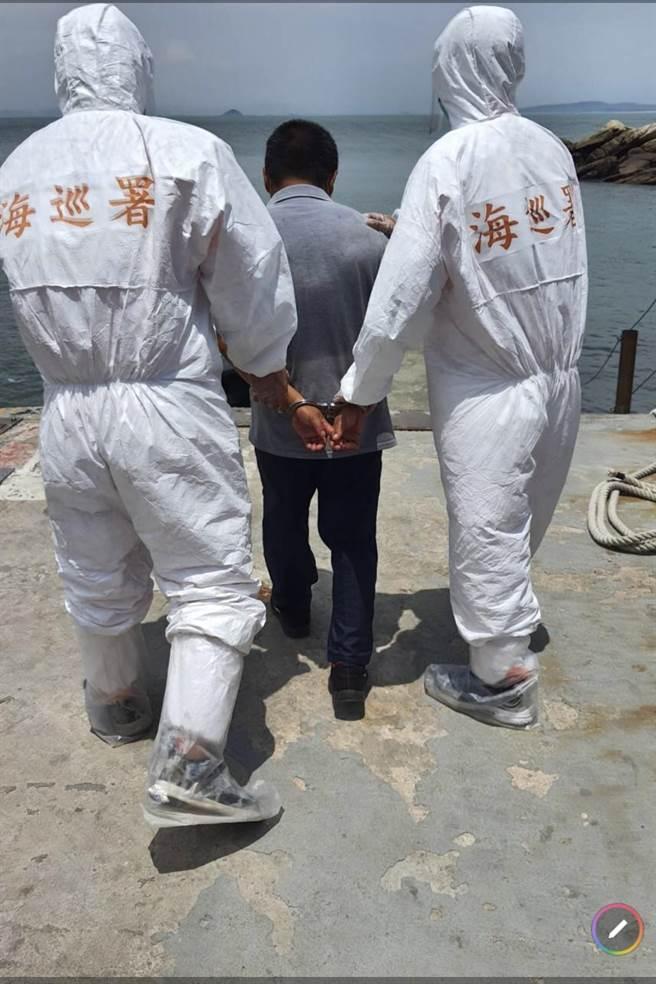 李男偷渡大膽島是新冠肺炎疫情爆發以來,金門查獲的第1起非法入境案件。(岸巡提供)