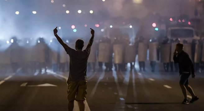 白羅斯總統第6次勝選,許多民眾無法接受。(圖/俄星網)