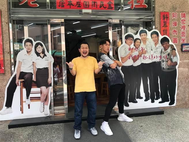 柯震東在台南過父親節,九把刀宴請彰化肉圓。(傳影互動提供)