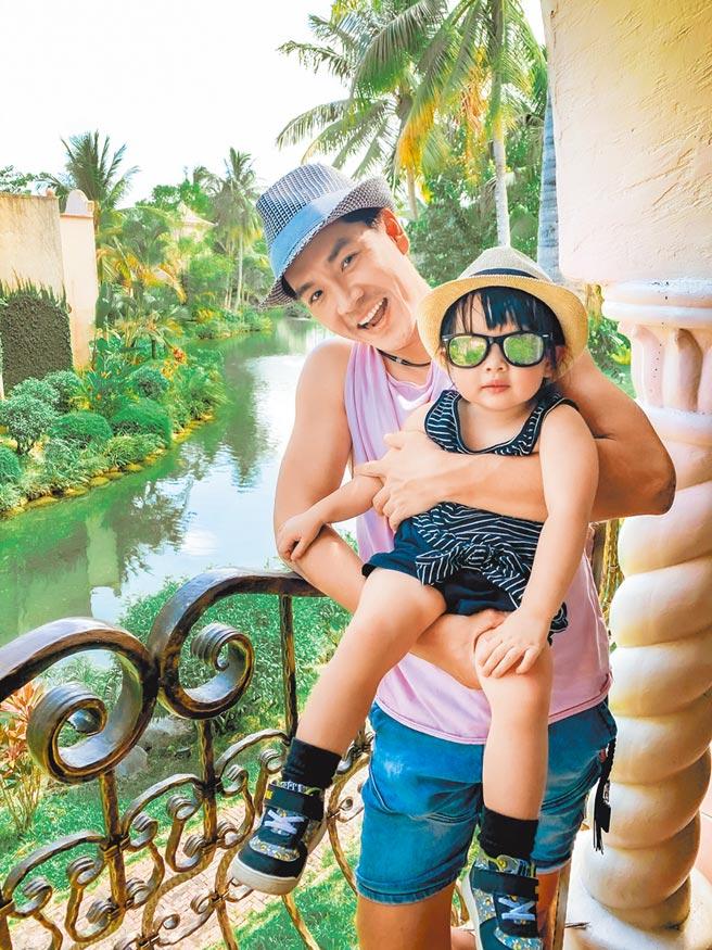 王传一日前带女儿与家人同游花莲,顺便过父亲节。(娱乐提供)