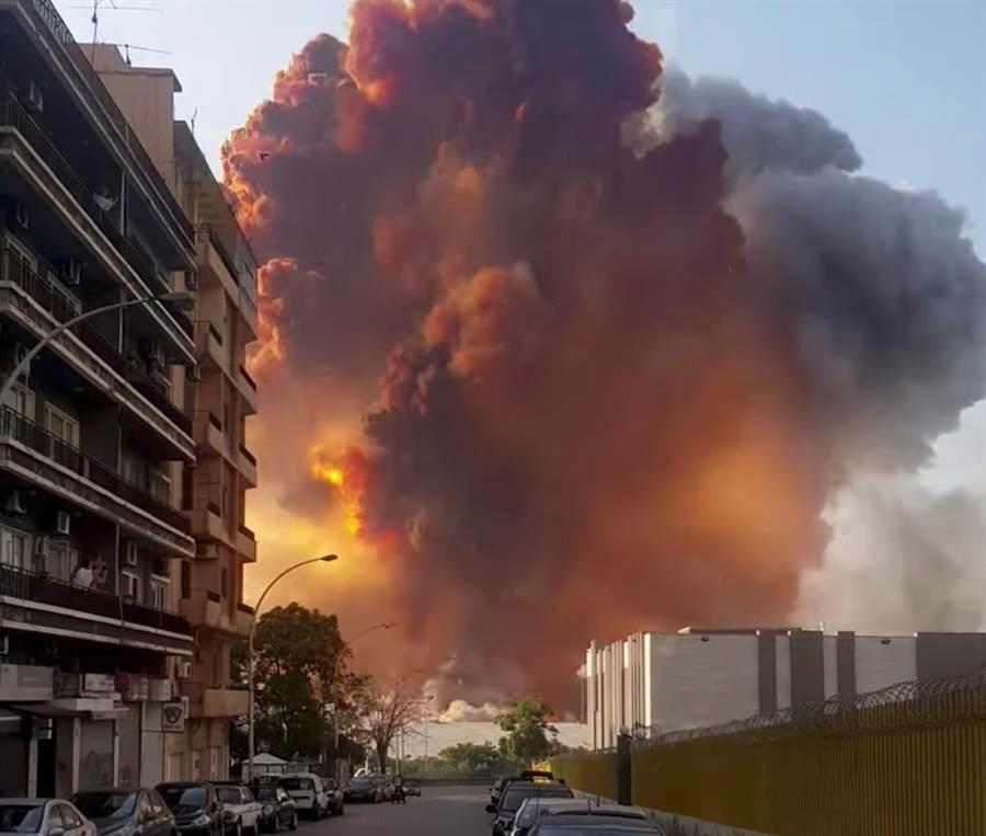 黎巴嫩首都貝魯特8月4日大爆炸的畫面。(Youssef Kawtharani/路透)