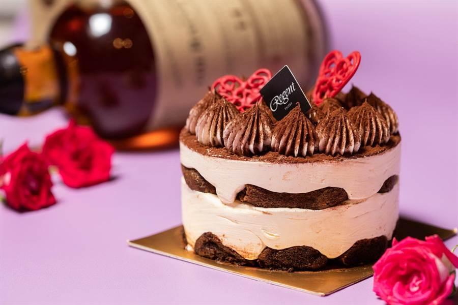 針對七夕情人節,台北晶華點心房主廚推出「愛的微醺.威士忌提拉米蘇」。(圖/台北晶華酒店)