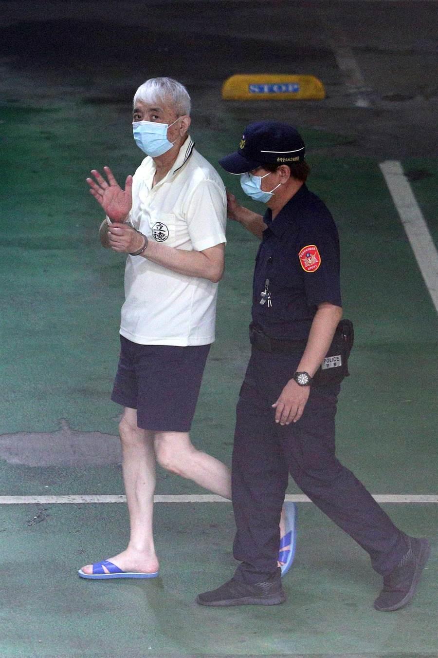 太平洋流通前董事長李恆隆(左)10日被檢方提訊。(黃世麒攝)