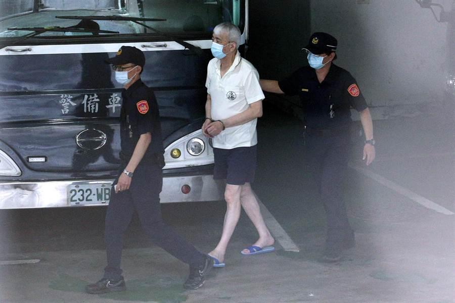 太平洋流通前董事長李恆隆(中)10日被檢方提訊。(黃世麒攝)