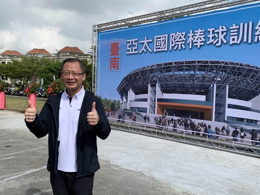 中華職棒大聯盟會長吳志揚今日也出席動土典禮。(李宜杰攝)