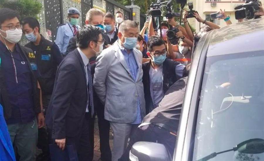 香港壹傳媒創辦人黎智英,10日早因涉嫌違反「國安法」被香港警方國安處上銬拘捕。(圖/翻攝自東網)