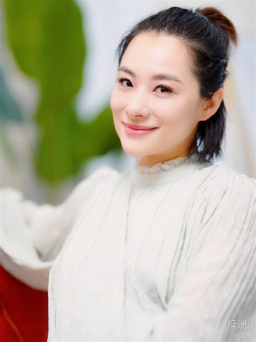 前大陸體操奧運金牌「璇美人」劉璇,40歲高齡產女。(取自劉璇微博)