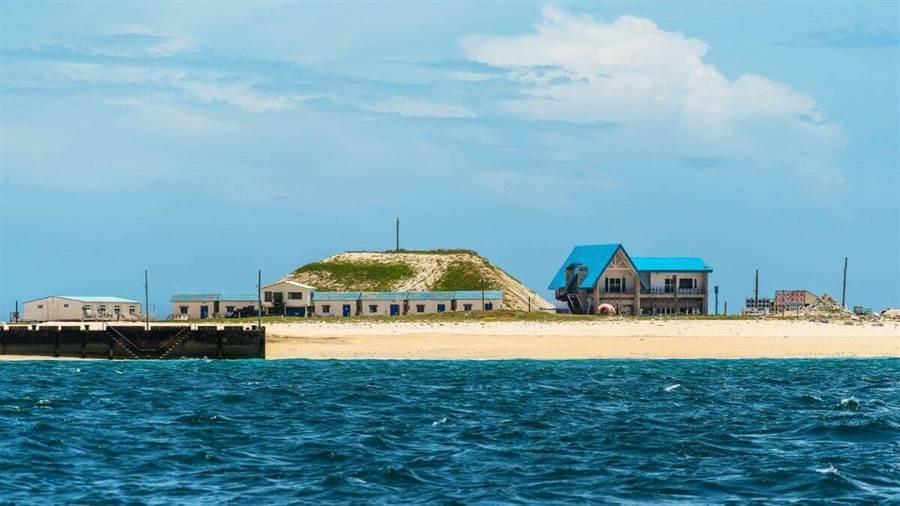 還能以水的高度看著舊稱比基尼島的險礁島。(圖/行遍天下提供)