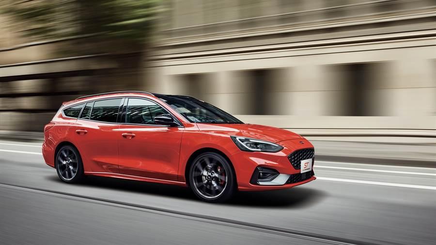 德製高性能旅行車Ford Focus ST Wagon為Ford Performance性能開發團隊在賦予操駕樂趣的調校前提下,完美兼備空間機能之全新力作。