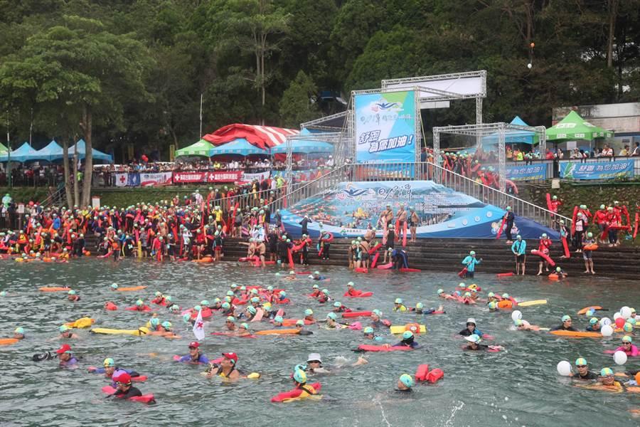 日月潭年度盛事萬人泳渡,將視疫情決定是否照常舉行。(廖志晃攝)