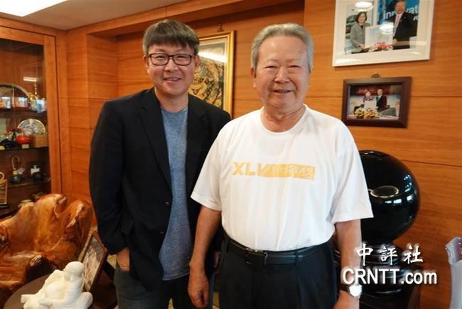 楊弘仁(左)是台灣民眾黨,楊敏盛(右)曾經是國民黨桃園市黨部主委,父子對政治各有觀點。(中評社)