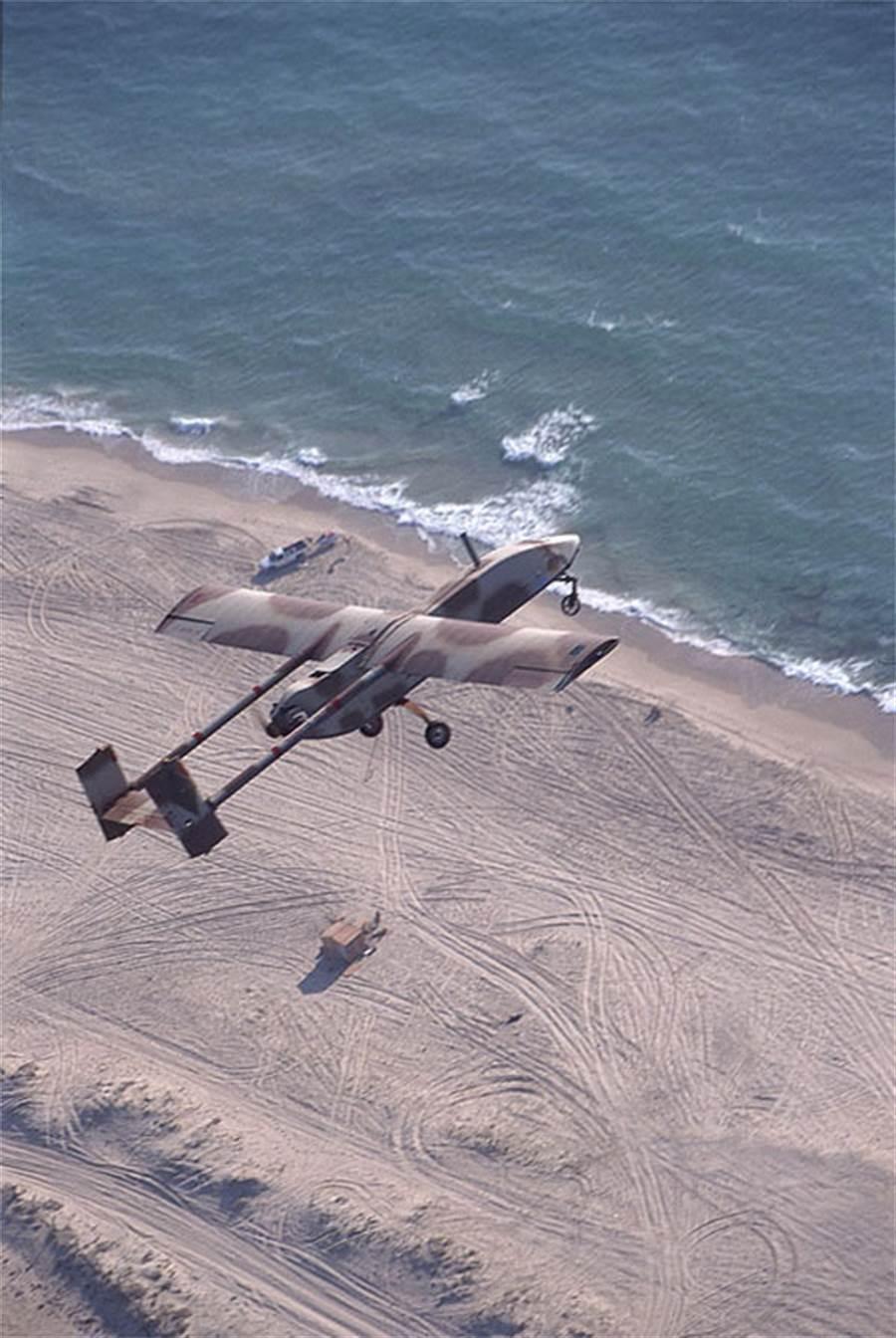 以色列早在1980年代,就把無人機投入作戰,在貝卡谷地空戰期間,就已利用無人機探知敘利亞防空部隊的虛實。(圖/israeli-weapon)